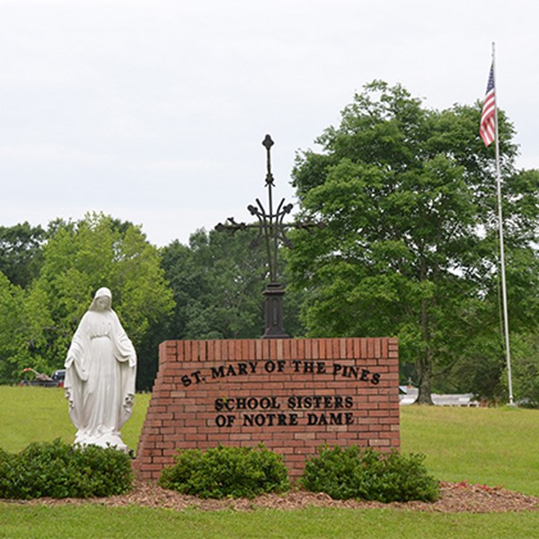 St. Mary of the Pines vorderer Eingang