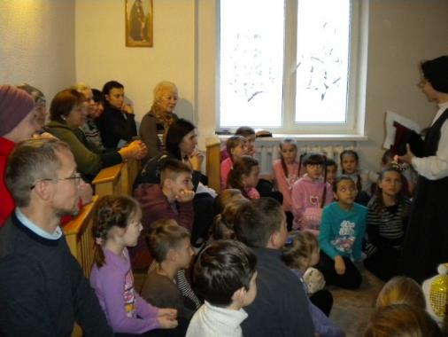 Parents and children in Belarus discuss Human Rights.
